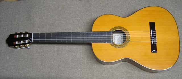 Photo of R.Fernandez 40 Classical Guitar
